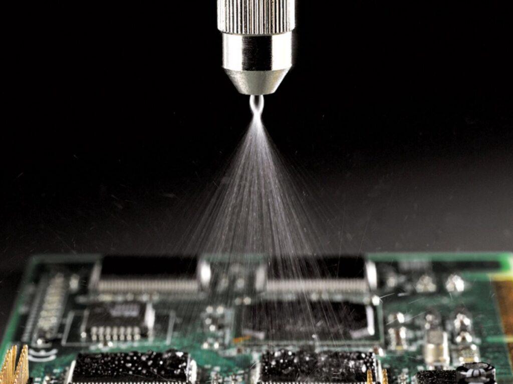 Dispensador automático de conformal coating para piezas electrónicas